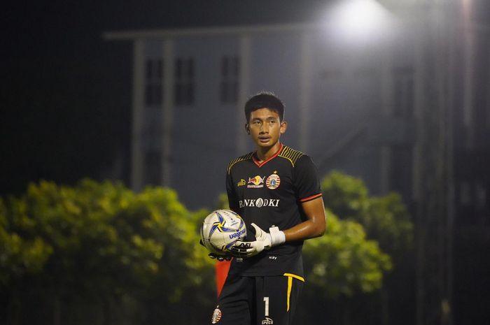 Kiper muda Persija Jakarta, Gianluca Pagliuca Rossy saat berlatih di Lapangan PSAU, Halim Perdanakusuma, Jakarta Timur, Jumat (10/5/2019).