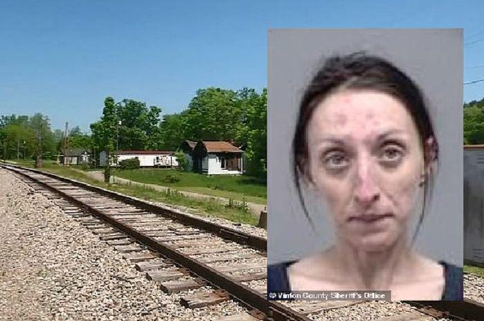 Seorang wanita ditangkap karena menyelinap rumah orang lain