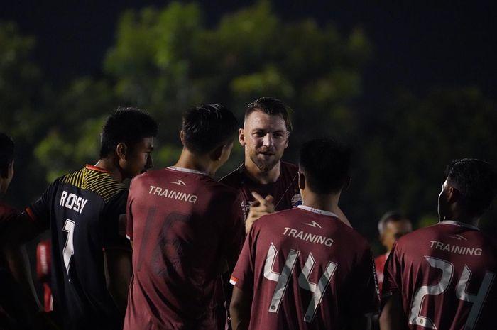 Marko Simic kembali berlatih bersama Persija Jakarta di Lapangan PSAU, Halim Perdanakusuma, Jakarta Timur, Jumat (10/5/2019).