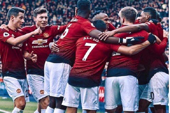 Para pemain Manchester United termasuk Alexis Sanchez dan Paul Pogba.