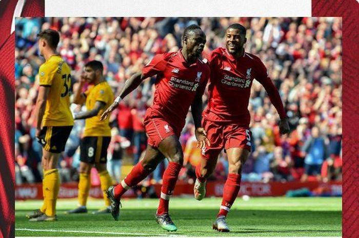 Penyerang Liverpool, Sadio Mane (kedua dari kanan), merayakan gol yang dicetak ke gawang Wolverhampton Wanderers di Stadion Anfield, Minggu (12/5/2019).