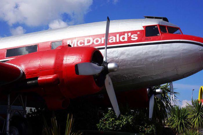 Salah satu pesawat yang diubah menjadi restoran.
