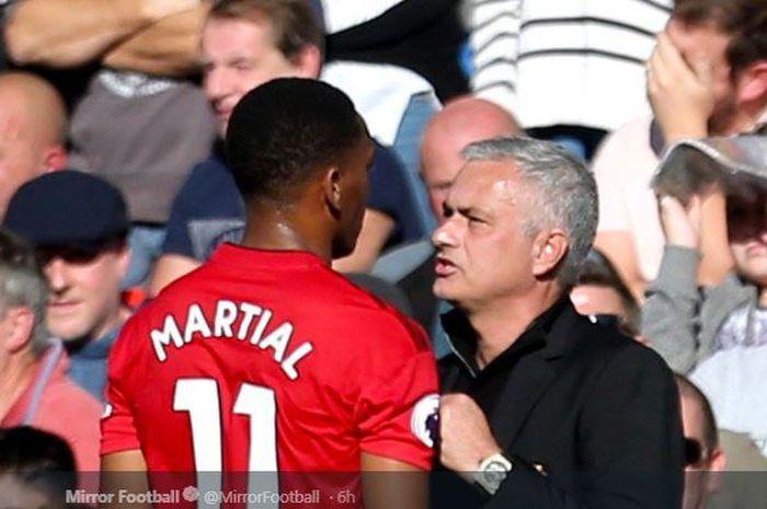 Penyerang Manchester United, Anthony Martial dengan eks pelatih Jose Mourinho.