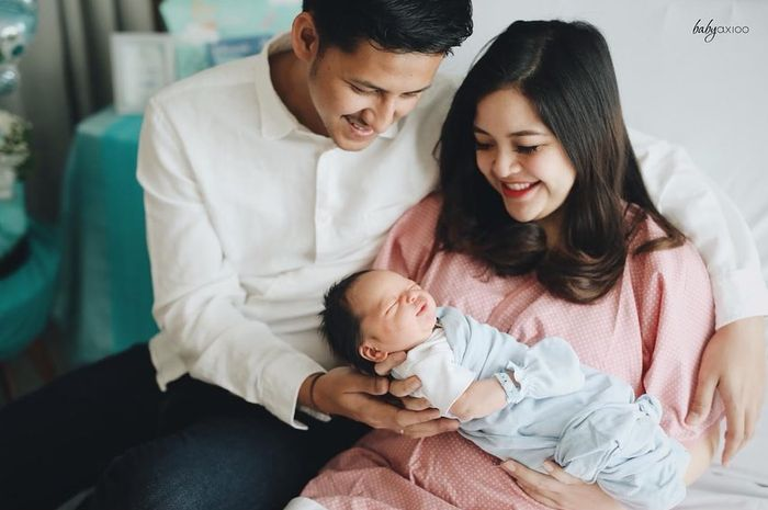 Tasya bersama suamid an anaknya