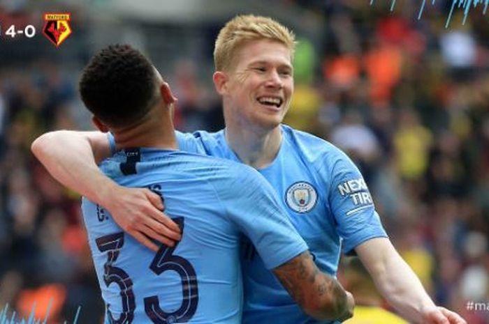 Penyerang Manchester City, Gabriel Jesus (kiri), merayakan golnya bersama Kevin De Bruyne dalam laga final Piala FA melawan Watford di Stadion Wembley, Minggu (19/5/2019).