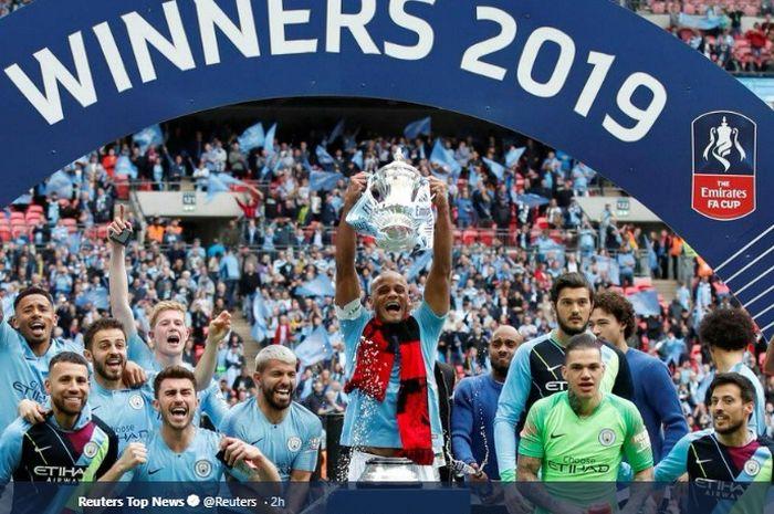 Manchester City sukses memenangkan trofi Piala FA usai mengalahkan Watford 6-0 di Stadion Wembley
