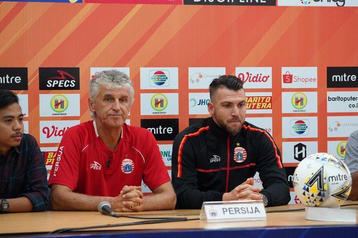 Pelatih Persija, Ivan Kolev dan striker Marko Simic menghadiri jumpa pers pra-pertandingan kontra tuan rumah Barito Putera pada Liga 1 2019 di Banjarmasin, 19 Mei 2019.