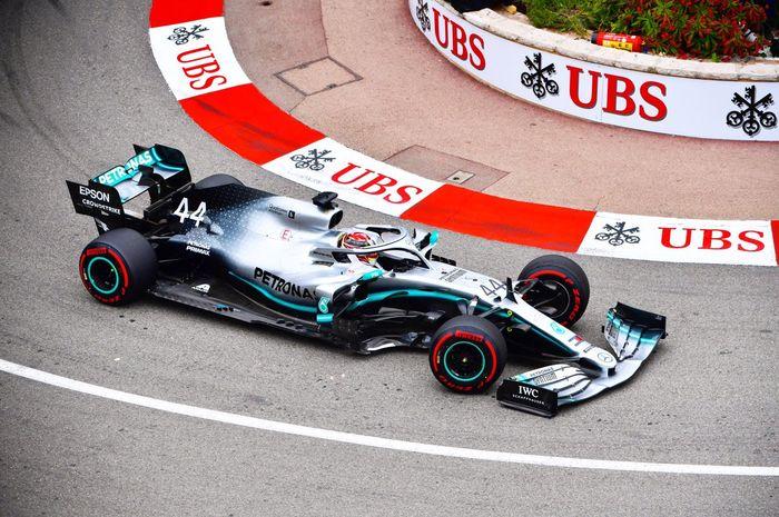 Lewis Hamilton (Mercedes) saat sesi FP1 F1 GP Monako 2019, Kamis (23/5/2019)