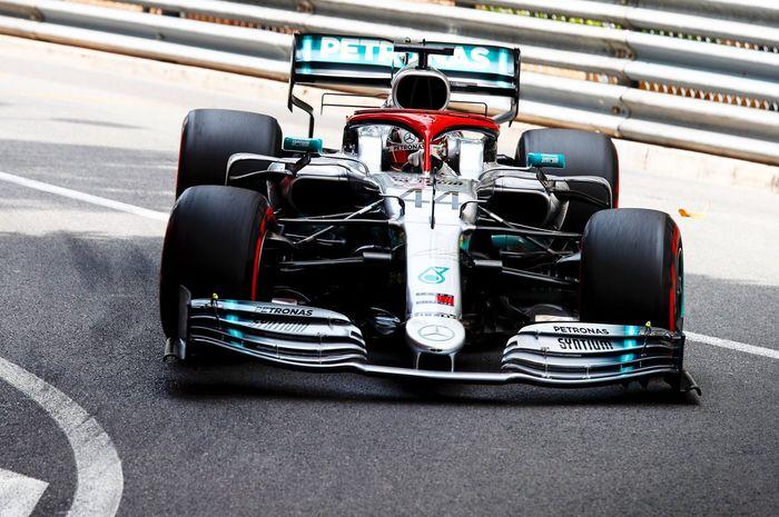 Lewis Hamilton (Mercedes) sukses mengamankan pole position pada sesi kualifikasi F1 GP Monako 2019, Sabtu (25/5/2019).