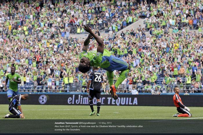 Obafemi Martins saat melakukan selebrasi cetak gol untuk Seattle Sounders.