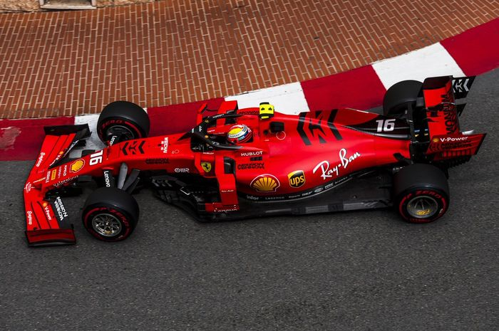 Aksi Charles Leclerc (Ferrari) saat tampil dalam sesi latihan bebas ketiga F1 GP Monako 2019, Sabtu (25/5/2019)