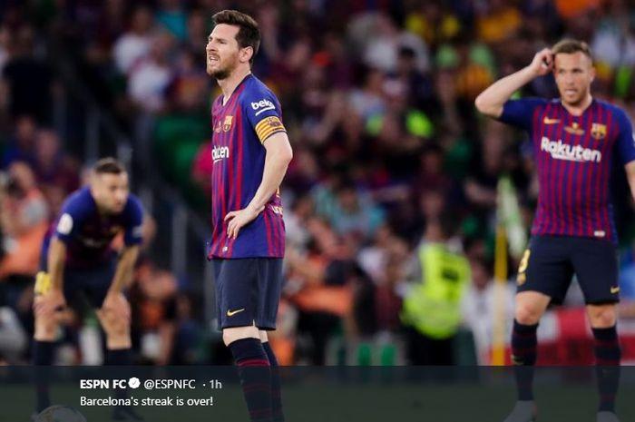 Lionel Messi dan pemain Barcelona lesu setelah dikalahkan Valencia pada pertandingan final Copa del Rey 2018-2019 di Stadion Benito Villamarin, 25 Mei 2019.