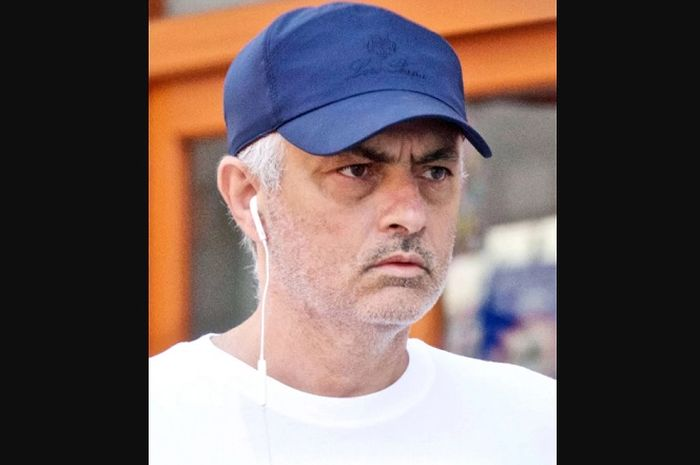 Jose Mourinho saat menuju ke salon Haks Oscar di Kings Road, Kota London, Sabtu (25/5/2019).