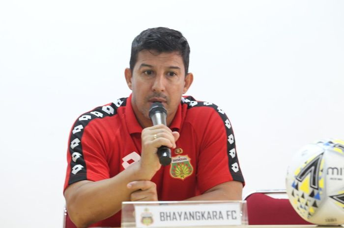 Pelatih Bhayangkara FC, Angel Alfredo Vera