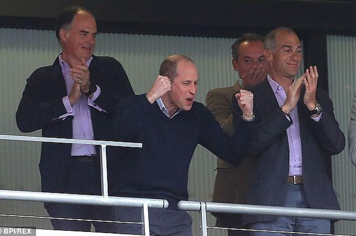 Pangeran William bersuka cita saat kemenangan 2-1 Aston VIlla atas Derby County, Senin (27/5/2019).