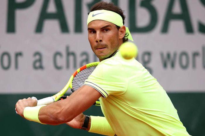 Petenis putra Spanyol, Rafael Nadal, saat beraksi pada turnamen Grand Slam French Open 2019 di Roland Garros, Paris, Prancis.