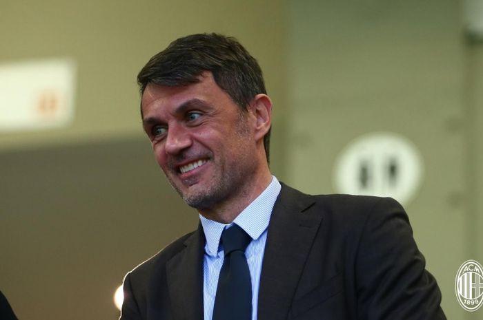 Eks bek yang akan segera menjadi direktur teknik baru AC Milan, Paolo Maldini.