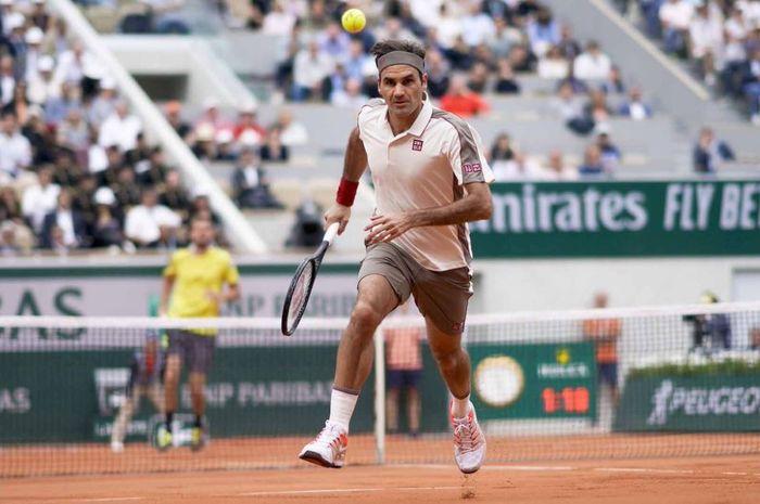 Aksi Roger Federer pada babak dua French Open 2019, Rabu (29/5/2019)