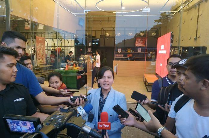 Sekjen PSSI, Ratu Tisha Destria menjawab pertanyaan wartawan di kawasan Stadion Utama Gelora Bung Karno, Jakarta, Jumat (31/5/2019).