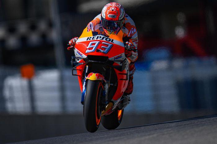 Pembalap Repsol Honda, Marc Marquez, memacu motor pada sesi latihan bebas MotoGP Italia di Sirkuit Mugello, Sabtu (1/6/2019).