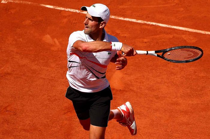 Petenis putra Serbia, Novak Djokovic, tampil pada babak ketiga French Open Open 2019 di Lapangan Philippe-Chatrier, Paris, Prancis, Sabtu (1/6/2019).
