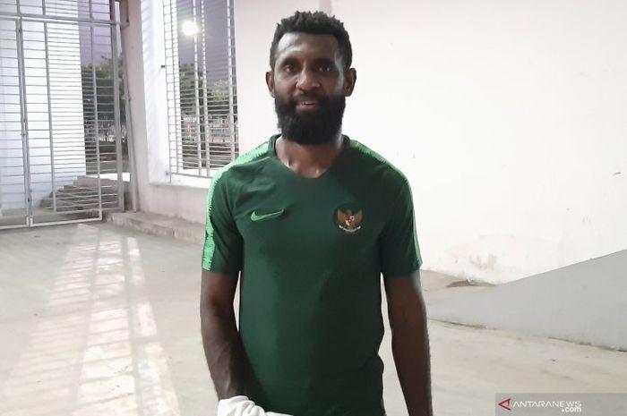 Bek asal Papua, Yanto Basna, saat mengikuti training camp timnas Indonesia pada Juni 2019.