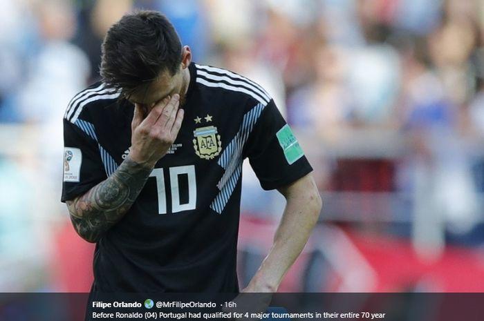 Kapten Argentina, Lionel Messi, menutup wajahnya saat timnas Argentina disingkirkan oleh Prancis pada gelaran Piala Dunia 2018 lalu