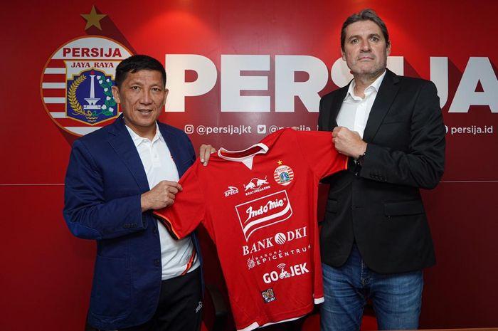Pelatih asal Spanyol, Juan Banuelos bersama CEO Persija, Ferry Paulus diperkenalkan sebagai arsitek anyar Macan Kemayoran di Jakarta pada 8 Juni 2019.