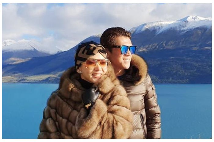 Tajir Melintir, Keliling Selandia Baru, Syahrini dan Reino Barack Naik Helikopter Ditemani Pilot Ganteng