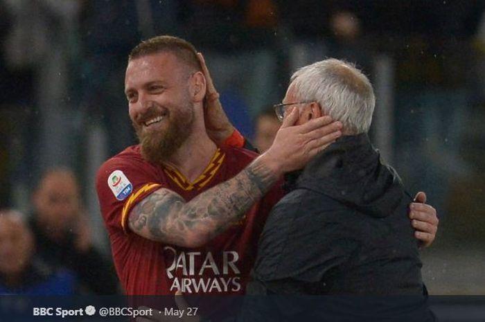 Kapten AS Roma, Daniele De Rossi, mengucapkan perpisahan dengan eks pelatih tim, Claudio Ranieri, selepas musim 2018-2019 usai.