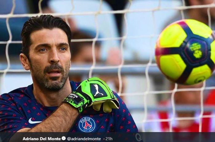 Kiper legendaris Italia, Gianluigi Buffon, saat berseragam Paris Saint-Germain (PSG).