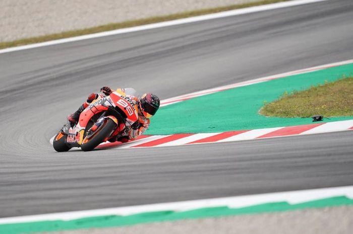 Aksi pembalap Repsol Honda, Jorge Lorenzo pada sesi latihan bebas hari pertama MotoGP Catalunya 2019, Jumat (14/6/2019)