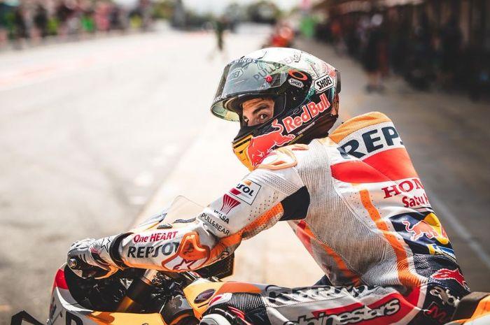 Pembalap Repsol Honda, Marc Marquez saat turun pada sesi latihan bebas MotoGP Catalunya 2019, Jumat (14/6/2019)