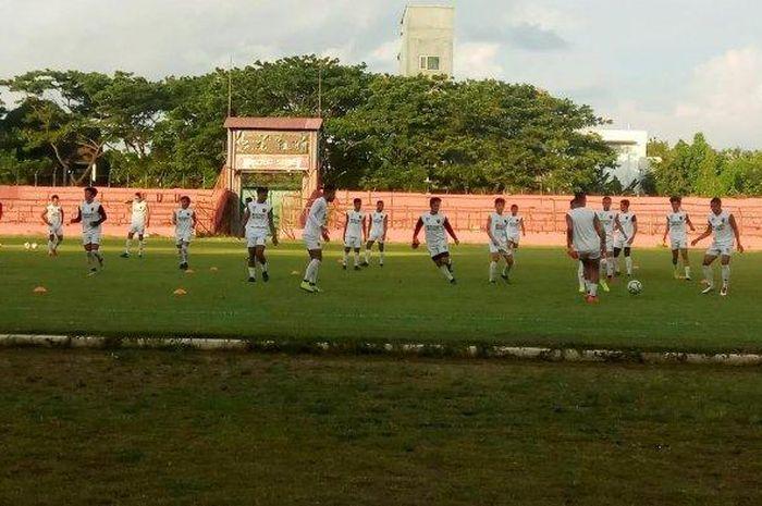 Pemain PSM Makassar menggelar latihan di Stadion Andi Matalatta, Makassar, menjelang laga kontra Becamex Binh Duong pada semifinal Zona ASEAN Piala AFC 2019.