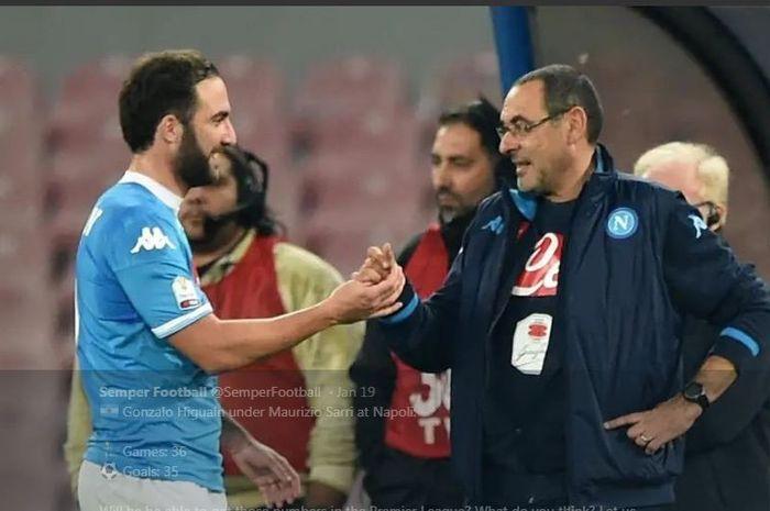 Maurizio Sarri (kanan) dan Gonzalo Higuain saat masih memperkuat Napoli.