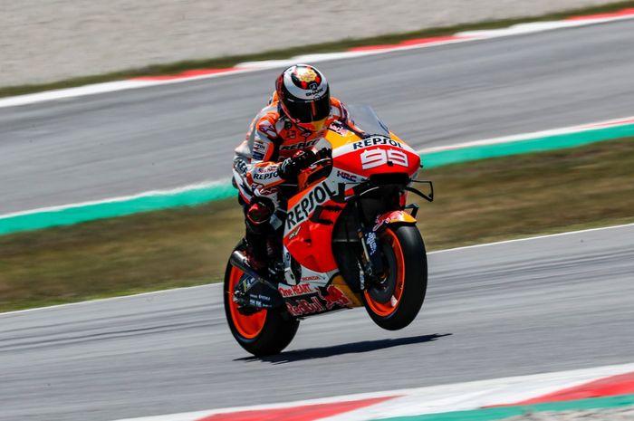 Jorge Lorenzo (Repsol Honda) saat tampil dalam sesi tes tengah musim MotoGP yang digelar di Sirkuit Catalunya, Senin (17/62019)