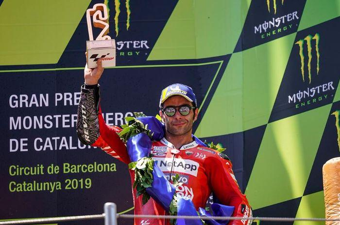Pembalap Mission Winnow Ducati, Danilo Petrucci saat melakukan selebrasi pada MotoGP Catalunya 2019, Minggu (16/6/2019)