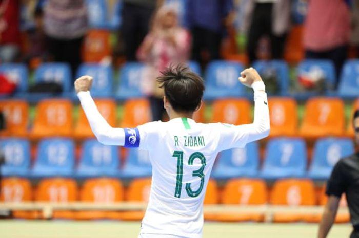 Kapten timnas futsal U-20 Indonesia, Ramadhan Zidani, saat merayakan kemenangan atas Vietnam pada perempat final Piala Asia Futsal U-20 2019.