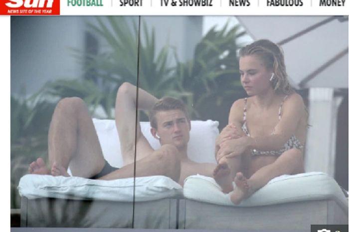 Bek Ajax Amsterdam, Matthijs de Ligt liburan bersama sang kekasih Annekee Molennar di Miami usai dikabarkan menolak tawaran Barcelona.
