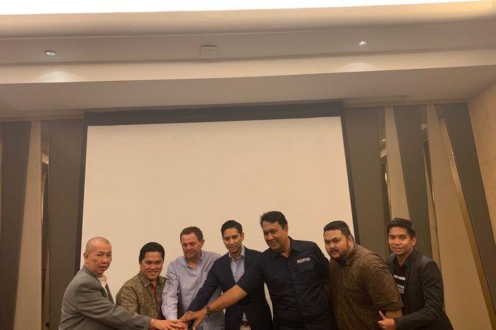Kandidat pelatih timnas basket Indonesia, Rajko Toroman (ketiga dari kiri), hadir pada konferensi pers di Jakarta, Jumat (21/6/2019).