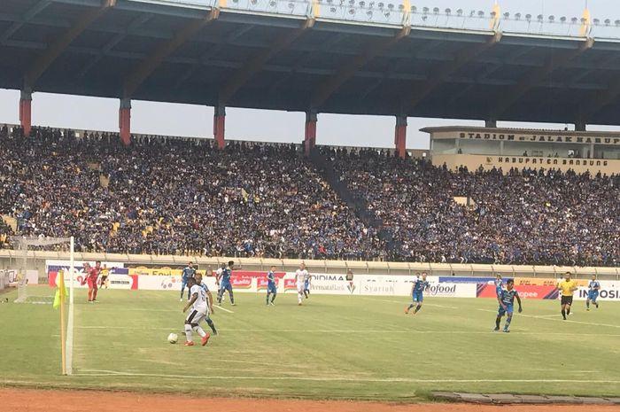 Laga Persib Bandung vs Madura United pada pekan kelima Liga 1 2019 di  Stadion Si Jalak Harupat, Soreang, Kabupaten Bandung, Minggu (23/6/2019).