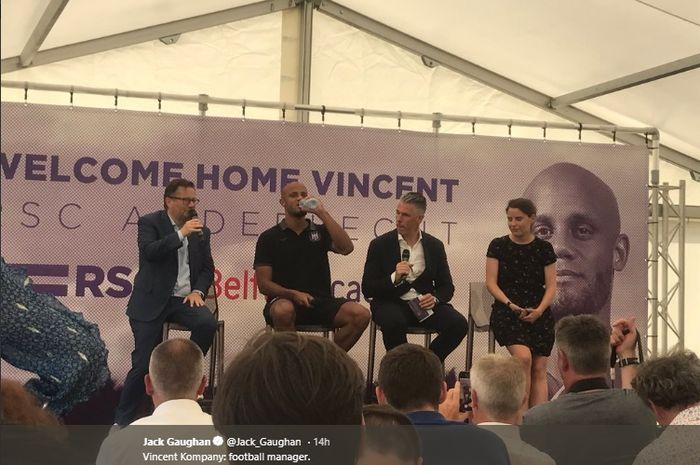 Vincent Kompany saat diperkenalkan Anderlecht sebagai pemain dan pelatih klub