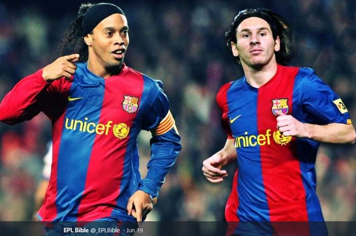 Ronaldinho saat masih bermain bersama Lionel Messi di FC Barcelona (2005-2008).