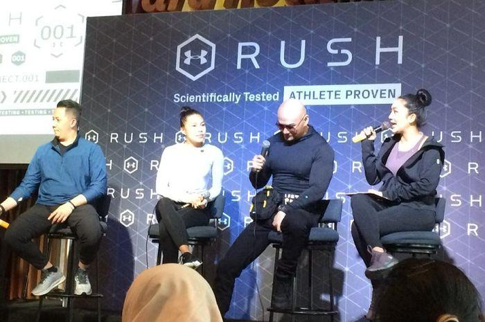 Deddy Corbuzier (dua dari kanan) dan Adinda Sukardi (dua dari kiri) dalam peluncuran produk baru Under Armour RUSH dan Recovery di Hard Rock Cafe, Jakarta pada 27 Juni 2019.