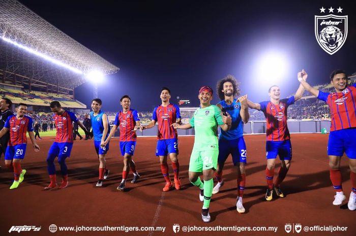 Para pemain Johor Darul Takzim saat merayakan gelar juara Liga Super Malaysia 2019 di  Stadion Hang Jebat, Malaysia, Rabu (26/6/2019).