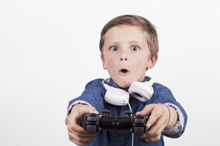 Ilustrasi Anak Bermain Game
