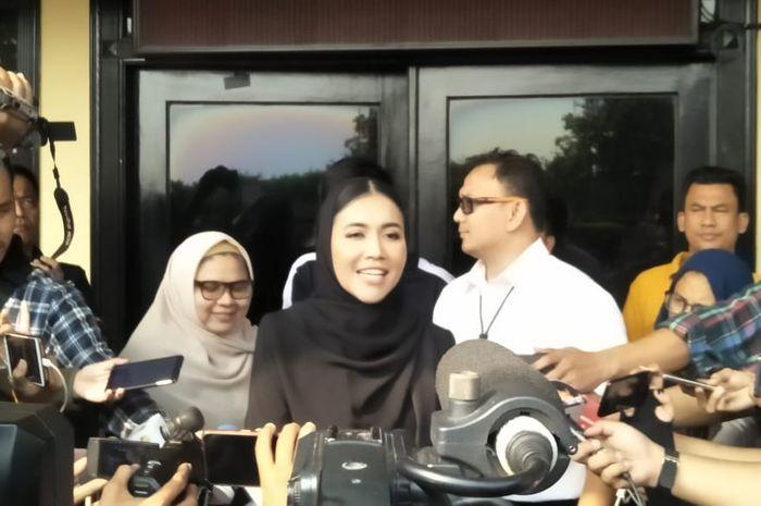 Denada saat ditemui Grid.ID di Polres Metro Jakarta Barat, Senin (1/7/2018). (Menda Clara Florencia/Grid.ID)