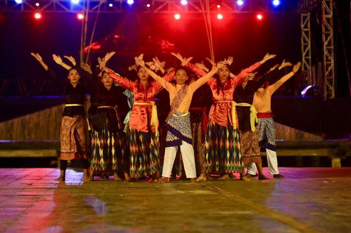 Acara puncak Festival Teluk Jailolo 2019 berlangsung meriah. Kemeriahan berasal dari dua acara yang digelar di Panggung Festival Teluk Jailolo, Sabtu (29/6) malam.