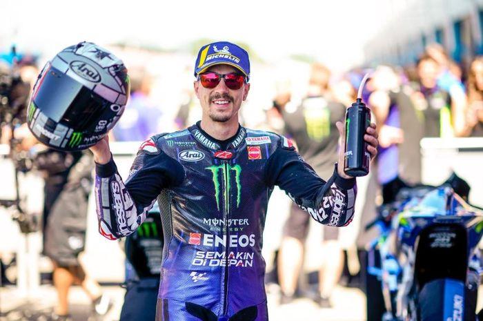 Pembalap Monster Energy Yamaha, Maverick Vinales berpose usai menangi MotoGP Belanda 2019, Minggu (30/6/2019)