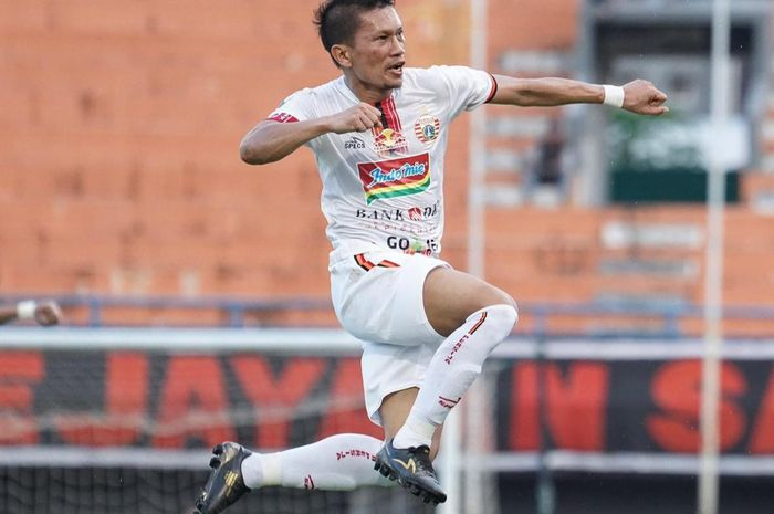 Kapten Persija Jakarta, Ismed Sofyan, saat merayakan gol yang dicetaknya ke gawang Borneo FC pada leg kedua semifinal Piala Indonesia 2018.